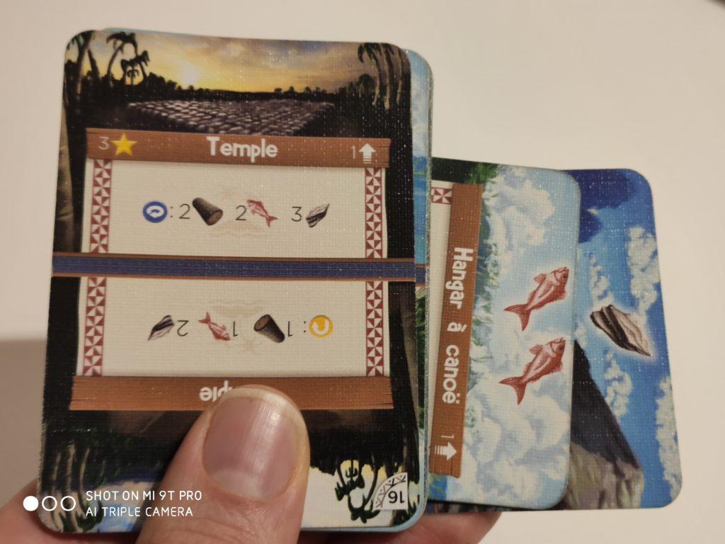 Les cartes tiennent dans une main, pas besoin de plus !
